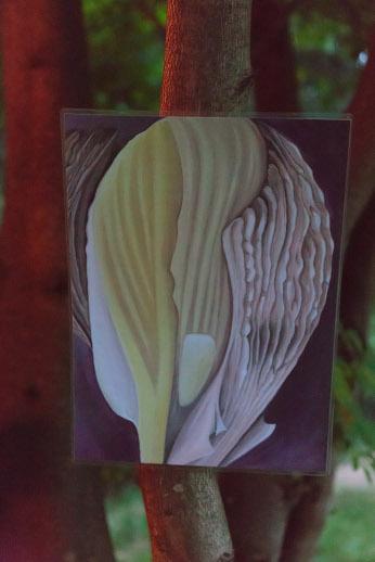Gemälde im Wald, dass ein Etwas zeigt